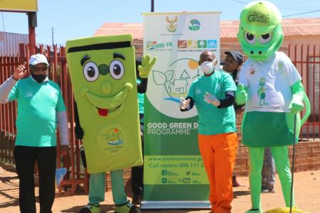 Sol Plaatje Municipality Executive Mayor Mr Patrick Mabilo, Billy Bin and Buti Green giving today's Good Green Deeds clean-up activity a thumbs up